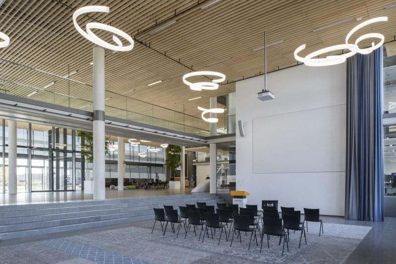 vanderlande_interieur_auditorium-leenders