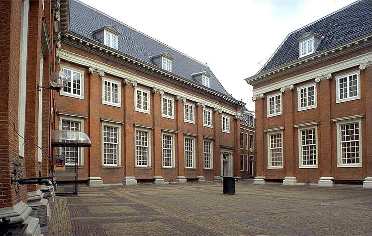Amsterdam_Binnenplaats_meisjes - web 7