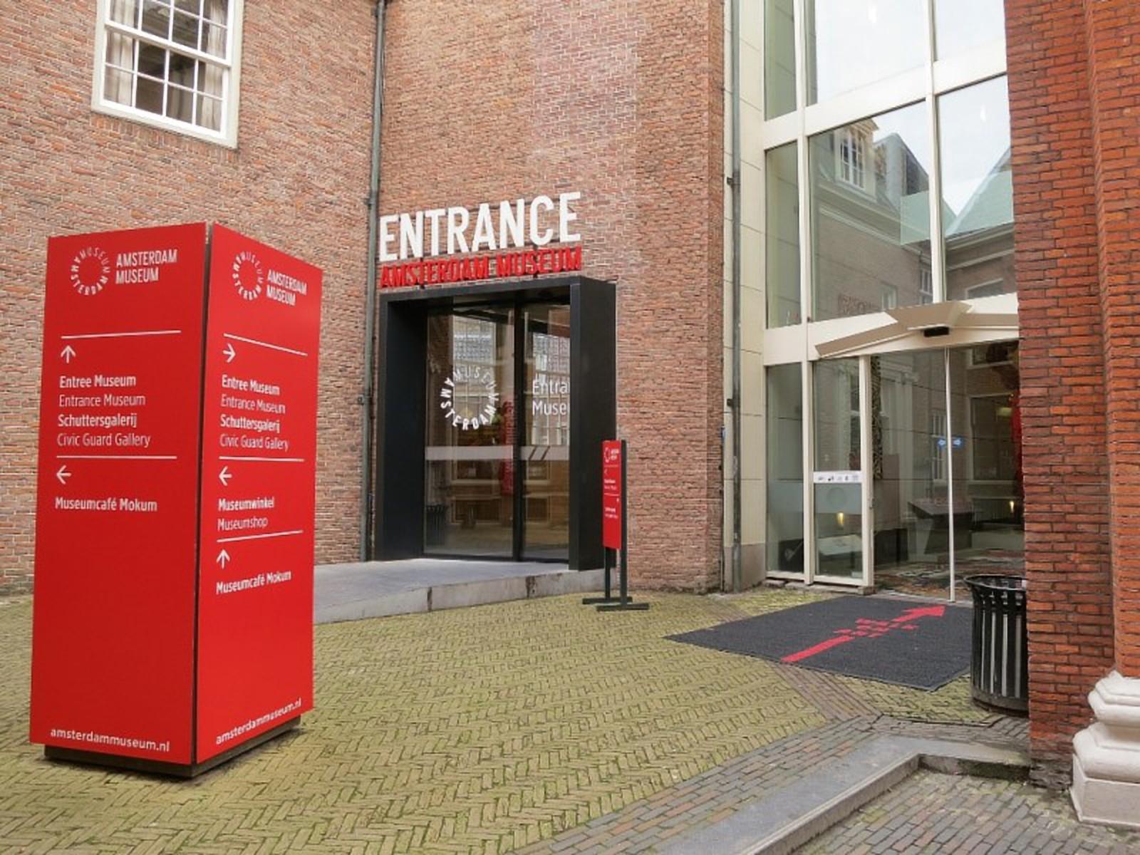 Main-Courtyard-Entrance-Amsterdam-Museum-800x600. vergroot - web 5